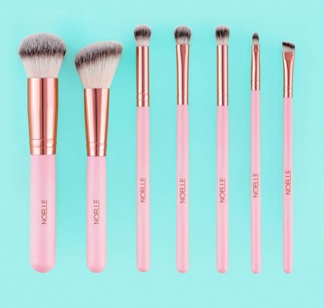Auch professionelle Make-up Artisten(-innen) benutzen Noelle Brush Produkte